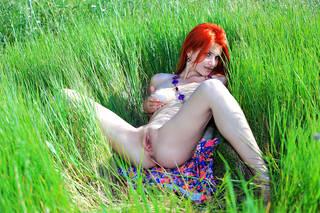 Foto con íntimos órganos sexuales femeninos desnudos